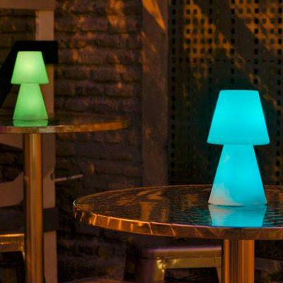 Alquiler de mobiliario y decoración. lampara lolita